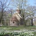 Feldsteinkirche im Irrgarten